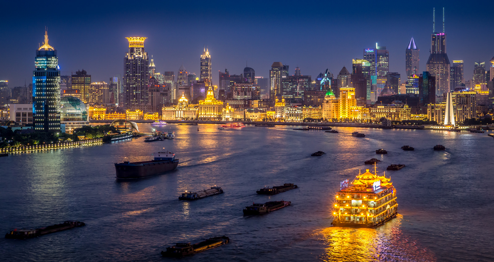 Du thuyền sông Hoàng Phố
