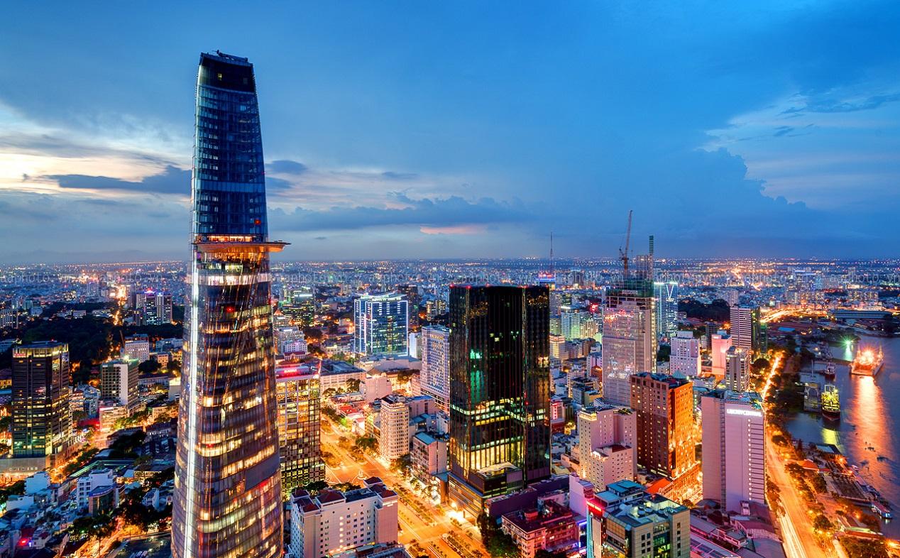 7. Tòa tháp Bitexco. Với thiết kế độc đáo như hình ảnh búp sen vươn lên bầu trời, Bitexco đại diện cho 1 Việt Nam đầy năng động nhưng vẫn gìn giữ bản sắc. Bitexco tích hợp nhiều dịch vụ giải trí, mua sắm, ẩm thực,… hàng đầu thành phố mà bạn nên ghé thăm khi đến Sài Gòn.